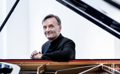 Stephen Hough plays Bach, Schumann & Liszt - ONLINE