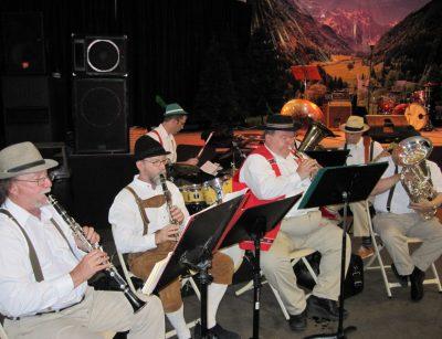 Freddie Schnicklfritz and his German Band .